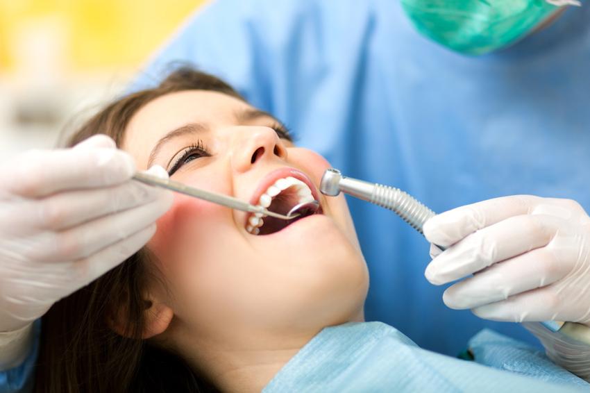 Kontrolluntersuchung beim Zahnarzt